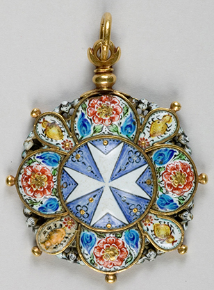 Enamel pendant of the Order of Malta – Gold and enamel