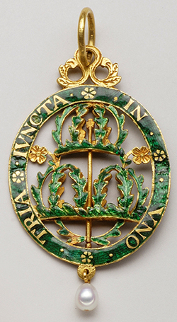 Early insignia of the Most Honourable Order of the Bath – 2nd half of the 17th century – Gold, enamel and pearls.  Former Risk Collection
