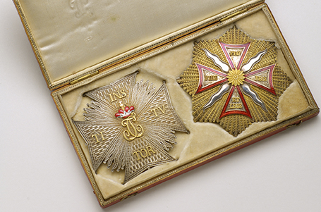 Jewel case with a badge of the Order of Lion of Palatinat and a badge of the Order of the White Eagle of Poland which belonged to the Prince de Béthune (1746-1823)
